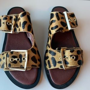 Topshop NWT textured leopard sandals